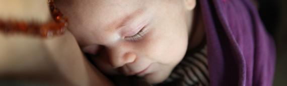 Le portage physiologique: pourquoi porter son bébé