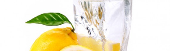 Pourquoi boire de l'eau chaude et du citron le matin à jeun?