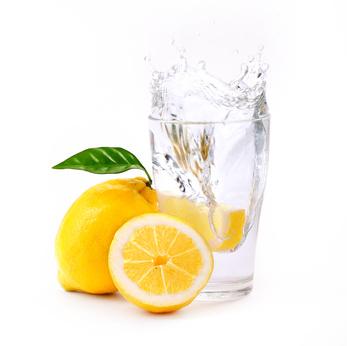 boire de l'eau chaude et du citron
